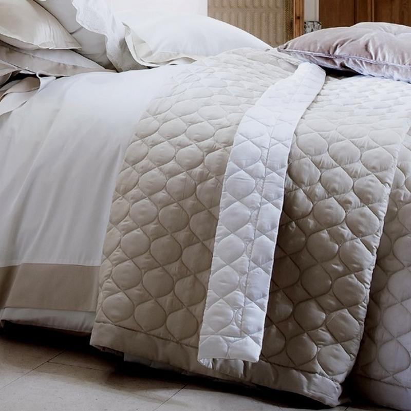 couvre lit molletonné Montaigne argent/acier   Alexandre Turpault   Couvre lit 280x260cm  couvre lit molletonné