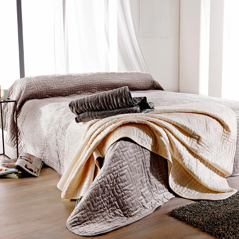 cipriani taupe 25 par linder jet de lit 180x240cm la boutique novalinge. Black Bedroom Furniture Sets. Home Design Ideas